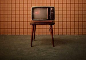 خیلی وقتها تلویزیون تنها پناهمان میشود